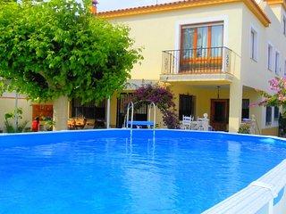 Preciosa Villa de verano muy cerca del mar y rodeada de:bares, restaurantes....
