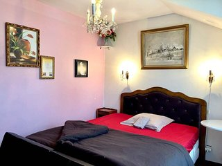Private room, 26km to Paris. Close public accomodation