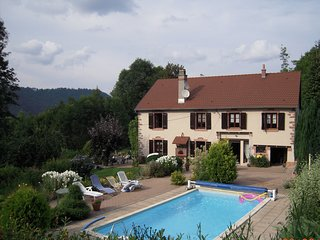 Au Coeur desVosges Ferme piscine privée chauffée7000m2 d'espaces verts fleuris