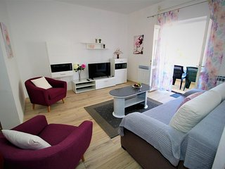 Pag Apartment Sleeps 5 with Air Con - 5471653