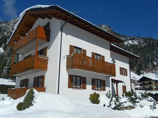 Molveno Apartment Sleeps 6 with Free WiFi - 5630058