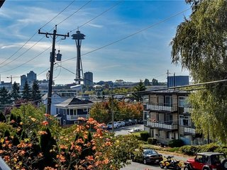 Queen Anne condo -Space Needle view
