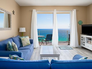 STERLING REEF BEACHFRONT CONDO/ BEACH SERVICE INCLUDED