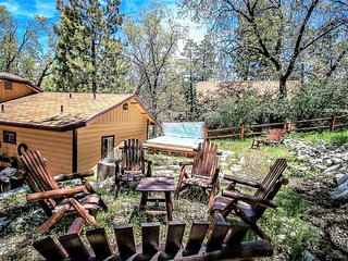 ~Easy Times~Secluded & Relaxing Retreat~Full Kitchen~Hot Tub~Great Decks~