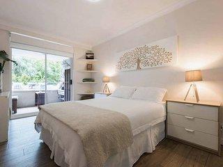 Bright Comfy Bondi Home H366