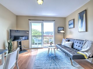 Hosteeva | Modern Lake Union View Apt w Balcony