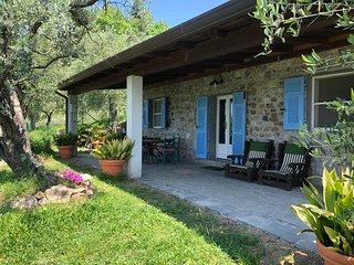 La Vigna-Delightful Country Villa/Private Pool, A/C, WiFi, mins beaches/5 Terre