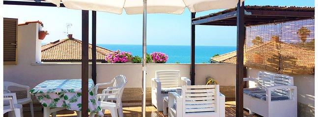 La terrazza sul mare The terrace overlooking the beach