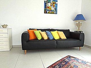 coin séjour avec canapé en cuir