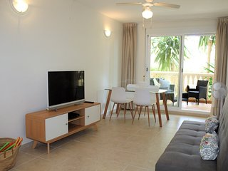 Modern 2 Bedroom Apartment, Communal Pool, Gym, Sauna, Padel Court, near Beach
