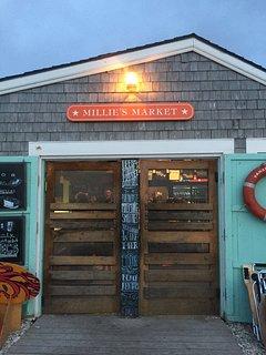 Millie's Market, essentials and ice-cream at Madaket Beach (3 min drive, 10 min walk)