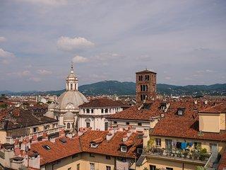 Appartamento con camino e vista campanile