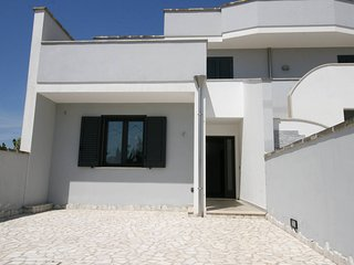 Newly furnished house with garden for rent in Santa Maria al Bagno - SA114