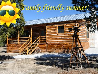 Dream Away Cabin, Log home, 2BR/2BA, Canyon Lake