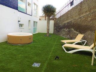 Apartamento de diseno con Jacuzzi y jardin
