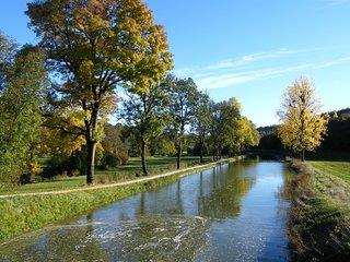 gite calme au bord du canal de bourgogne, proche Dijon et Beaune
