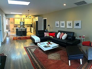 3BR 3BA Vacation Home Beauty at Overton Square in Midtown Memphis
