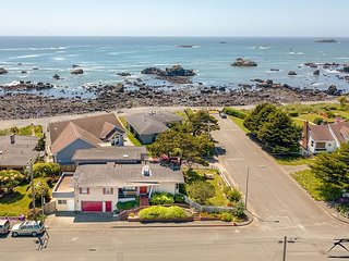 Seaside Family Retreat - up to 5 Bdrms,Ocean Views & 200 feet to the beach!