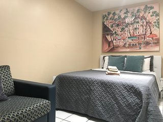 Studio/Guest-room 404, QUEEN & Bunk Bed, Max 5 ps. GATED, BBQ, KITCHENETTE