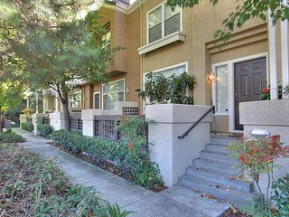 Beautiful Executive Office Townhouse Next to a Quiet Walking Trail