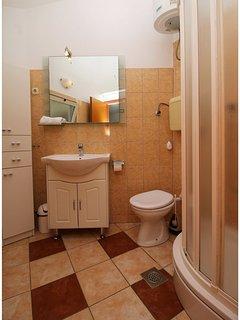 A1 mali(2+1): bathroom with toilet