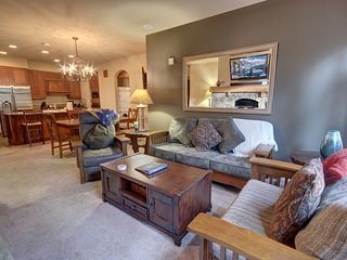 Lone Eagle 3001 Ski In Ski Out, Sleeps 9, walk to RR, Pool/Hot Tub, KING BED, WI