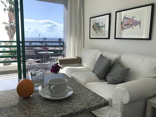 D5 APARTMENT. NEW incredible views!! 1 min walk from the beach