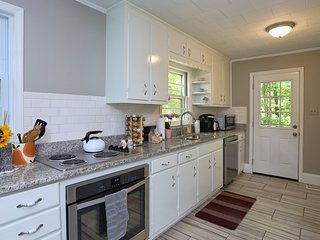 Carolina On My Mind- 3 BR Renovated Bungalow