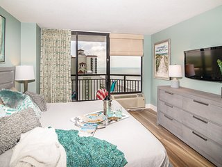 PG1802: Oceanfront w/ Large Balcony. Designer Suite. Keyless Entry & Free WiFi.