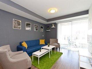 East West Comfort: Downtown LA Cozy Suite