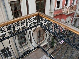 live like a hip local, w/balcony