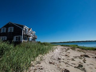 Private Beach - Single Family - 3.5 Beds 2 Baths -