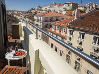 Downtown City View Rooftop apartment in Baixa/Chiado with WiFi, integrated air c
