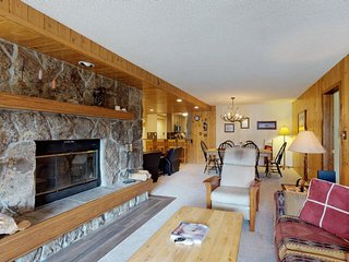 Charming condo w/ shared tennis, views of Lone Peak - near the village