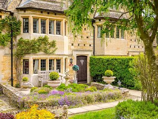 A beautiful Cotswold stone property!