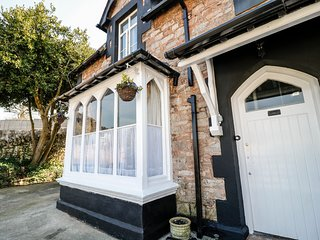 BAY TREE HOUSE, Grade II listed, WiFi, Torquay centre walking distance, Ref 9443