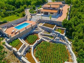 Stone made villa near Makarska VRALEN
