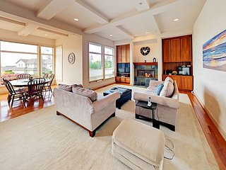 Golf Getaway w/Lake Washington & City View! 5BR w/ Decks & All-New Mattresses