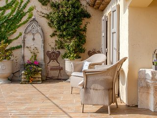 Villa minutes to Valbonne in magical domaine