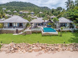 The Beach House - Luxury, ABSOLUTE Beachfront, 4-bed Villa
