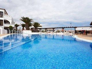 Apart con terraza al campo del golf, piscina,wifi