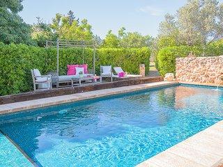 Villa Son Ferriol, 8 pax,  5 minutes by car to Palma, swimming poll, WIFI, AC