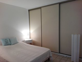 SERIGNAN appartement 4 personnes en plein centre-ville et a 10 mn des plages!