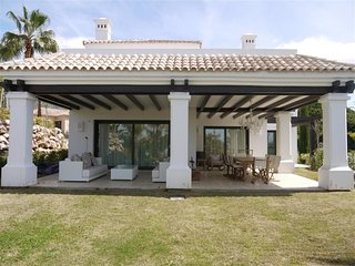 Magnificent Contemporary Villa Near Puente Romano!