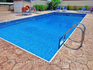 BEACH FRONT Family Villa - Private GATED Pool - Near to Amenities - Sleeps 8