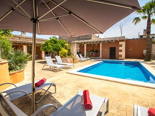 5 bedroom Villa with Pool, Air Con, WiFi and Walk to Shops - 5629445
