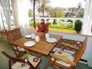 Apartamento de 1 habitacion totalmente equipado, con vistas al jardin y al canal