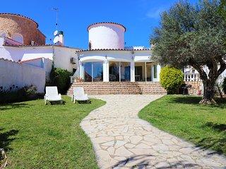 Casa de 3 habitaciones con terraza, jardin grande y amarre.
