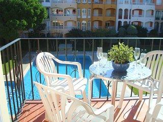 Apartamento renovado de 2 habitaciones con una terraza y 3 piscinas comunitarias