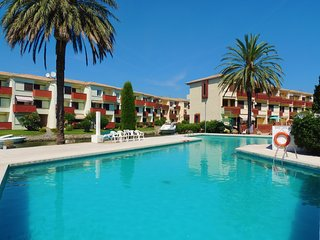 Apartamento de 2 habitaciones en zona residencial con vistas al canal y piscina